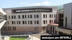 Վանաձորի նորակառույց բժշկական կենտրոնի շենքը: