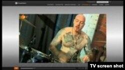 Evgheni Nikitin și tatuajele sale expuse de televiziunea germană