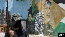 Палестинада ХАМАСтын согушкерлери Газа тилкесинен Израилди көздөй байма-бай ок атып келатышат.