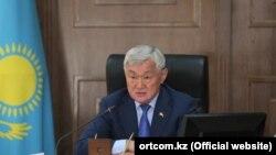 Еңбек және халықты әлеуметтік қорғау министрі Бердібек Сапарбаев.