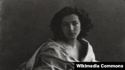 Сара Бярнар