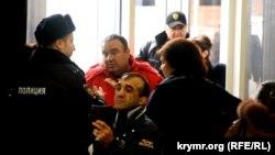 Неизвестные пытаются сорвать конференцию Комитета по защите прав крымскотатарского народа. 17 января 2015 года