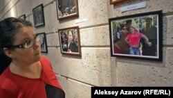 Одна из фотографий с выставки «В объективе — свобода слова» сделана в дни задержания в мае 2016 года тех, кто пытался выразить свой протест против принятия поправок к земельному кодексу. Алматы, 28 сентября 2016 года.
