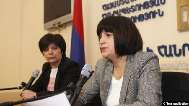 Armenia - Deputy Economy Minister Karine Minasian (R) at a news conference in Yerevan.