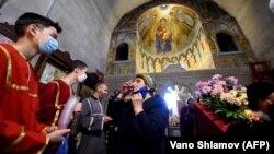 Վրաստան - Կրոնական արարողություն Թբիլիսի տաճարներից մեկում, 28-ը մայիսի, 2020թ.