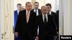 Для турецкого президента этот визит крайне важен на фоне ухудшения отношений с ЕС и США. Турция хотела бы восстановить отношения с Россией на прежнем уровне и будет делать для этого все возможное