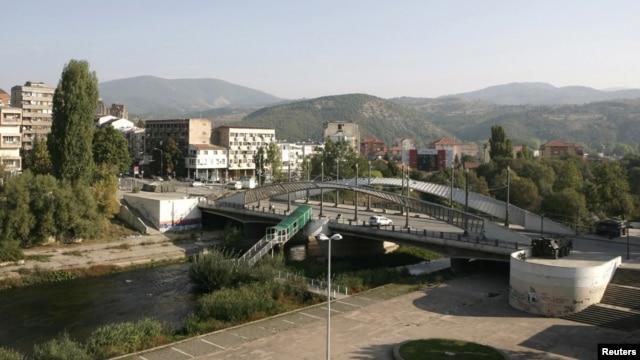 Most koji deli Mitrovicu