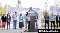 Курманбек Дыйканбаев во время предвыборной кампании партии «Биримдик».