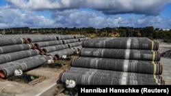 Conducte pentru Nord Stream 2 în portul Mukran din Sassnitz, Germania