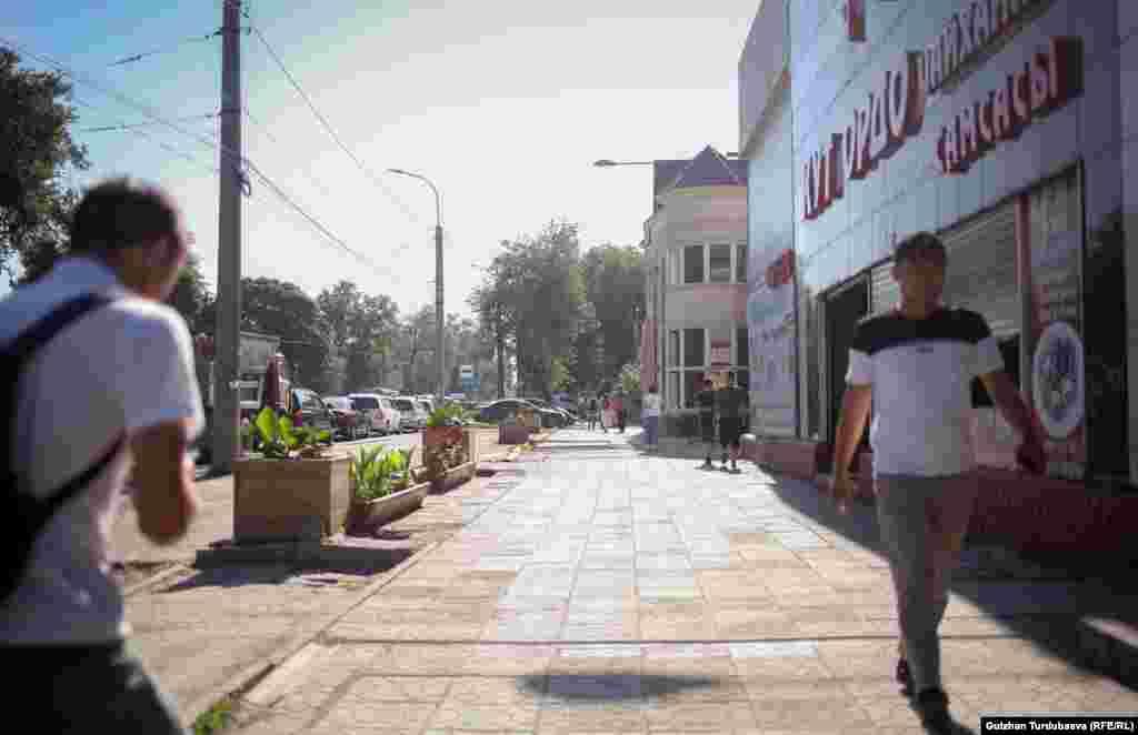 Часть горожан была вынуждена передвигаться по городу пешком.
