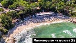 Изкуственият остров се строи срещу Малкия плаж на курорта Св. Св. Константин и Елена до Варна.