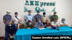 Родственники Алмамбета Салиева на пресс-конференции в Оше. 18 июня 2021 года.