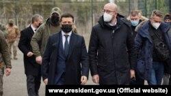 Ուկրաինայի նախագահ Վլադիմիր Զելենսկին և Եվրոպական խորհրդի նախագահ Շառլ Միշելը Լուգանսկի շրջանում, 2-ը մարտի, 2021թ.