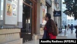 Azərbaycan kinoteatrının qarşısı