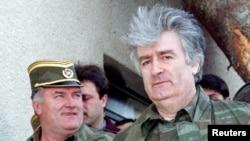Ратко Младич (слева) и Радован Караджич (апрель 1995 года)