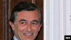 فيليپ دوست بلازی، وزير خارجه فرانسه، می گوید ایران باید میان مذاکره و یا منزوی شدن یکی را انتخاب کند