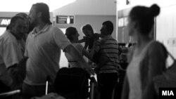 Луѓе патуваат, аеродром.