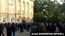 Депутаты заверили, что завтра комиссия представит свое заключение по вопросу правомерности помилования Георгия Лукава президентом Абхазии