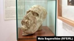 ვაჟა-ფშაველას სახის ნიღაბი, რომელიც გარდაცვალების დღეს (1915 წ. 27 ივლისს (9 აგვისტოს) აუღო იაკობ ნიკოლაძემ