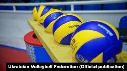 У часи незалежності українська чоловіча збірна з волейболу грала на чемпіонатах Європи чотири рази