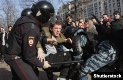 Moscow riot police broke up an anticorruption protest in Pushkin Square on March 26.