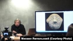 Михаил Ямпольский на лекции в Манеже, Москва, 2015