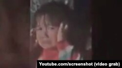 4-летняя Мумина, жестоко избитая отцом. Скриншот с видеозаписи.