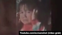 4-летняя Мумина, жестоко избитая отцом. Скриншот с видеозаписи