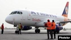 Один из первый самолетов Superjet был поставлен авиакомпании Армении
