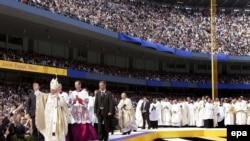 Папа римский покорял Америку и собирал стадионы