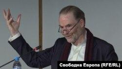 Тимоти Гардън Аш в София.
