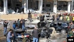 نمایی از محل وقوع انفجارهای انتحاری روز چهارشنبه در بیروت