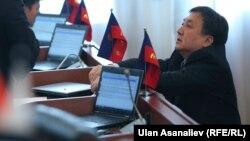 КСДП фракциясынын депутатыАсылбек Жээнбеков