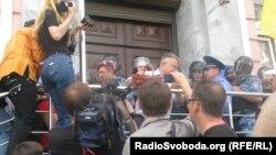 Депутат Мохник Андрій біля головного управління МВС