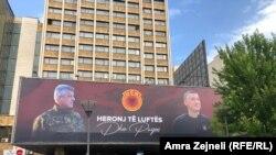 Bilbord podrške Tačiju i Veseljiju u centru Prištine