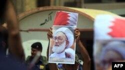 Bu ilin mayında İraqın Nəcəf şəhərində keçirilən aksiyada Isa Qassim-in portreti qaldırılıb