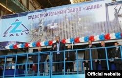 Сергей Аксенов на судостроительном заводе «Залив», архивное фото