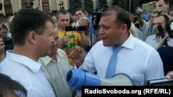 Голова Харківської обласної державної адміністрації Михайло Добкін (праворуч)