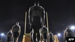 Гуантанамо түрмесінің күзетшілері жаттығу үстінде. 18 қазан 2012 жыл
