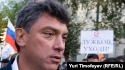 Boris Nemtsov at an anti-corruption rally in Moscow, 30Sep2009