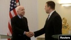 U.S. Senator John McCain shakes hands with Estonia's Prime Minister Juri Ratas in Tallinn, Estonia, on December 27.