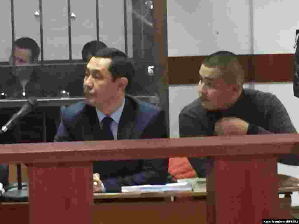 В отношении пятерых подсудимых, в том числе Руслана Кулекбаева, избрана мера пресечения в виде ареста — они содержатся в следственном изоляторе СИ-8. В отношении подсудимого Абдимомына избрана мера пресечения в виде подписки о невыезде. Пятеро арестованных подсудимых были доставлены в зал судебного заседания под конвоем, Абдимомын прибыл на суд самостоятельно. В судебном процессе участвуют 23 потерпевших, 72 свидетеля и шесть адвокатов.