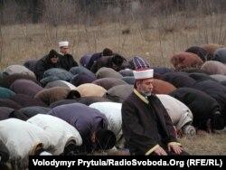 Кримські татари моляться просто неба, Сімферополь, 2011 рік