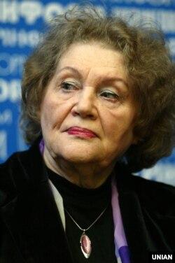 Ліна Костенко, українська письменниця, поетеса-шістдесятниця