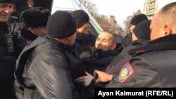 Задержания на площади Астана в Алматы в день анонсированных движением ДВК и его главой Мухтаром Аблязовым митингов. 22 февраля 2020 года.