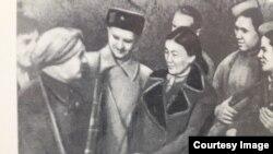 Сайра Кийизбаева на фронте.
