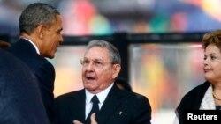 Похоже, и сам Рауль Кастро был удивлен. Йоханнесбург, 10 декабря 2013 года