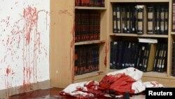 În sinagogă, la scena atacului