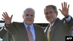 پیش از این برخی تحلیلگران اشاره کرده بودند که بوش برای کمک به مک کین احتمالا از حمله اسرائیل به ایران و ایجاد بحران امنیتی در منطقه خاورمیانه حمایت خواهد کرد.(عکس: AFP)