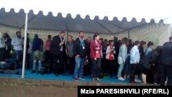 Журналисты в ожидании прибытия Бидзины Иванишвили